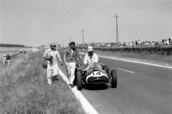1959 French Grand Prix. Reims, France. 5 July 1959. Maurice Trintignant, Cooper T51-Climax, 11th position. On the left is photographer Bernard Cahier, portrait, action. World Copyright: LAT Photographic Ref: Autosport b&w print