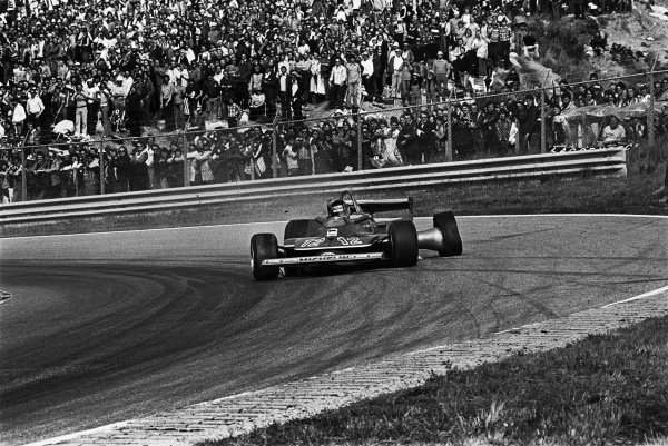 1979 Dutch Grand Prix. Zandvoort, Holland. 24th - 26th August 1979. Gilles Villeneuve (Ferrari 312T4), retired, still gives his all, even after a blown tyre had caused a rear suspension failure on lap 48, action. World Copyright: LAT Photographic Ref: 12885 - 34A.
