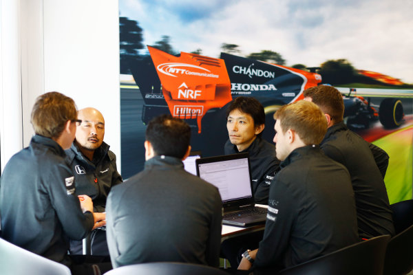 Sochi Autodrom, Sochi, Russia. Thursday 27 April 2017. McLaren and Honda team members in discussion. World Copyright: Steven Tee/LAT Images ref: Digital Image _R3I0638