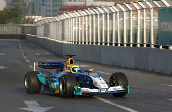 2004 Petronas Shanghai International Race Festival (DTM)Shanghai, China. 17th - 18th July.Felipe Massa in a Formula 1 Sauber Petronas C23 in action on the streets in a demonstration run.World Copyright: Andre Irlmeier/LAT Photographicref: Digital Image Only