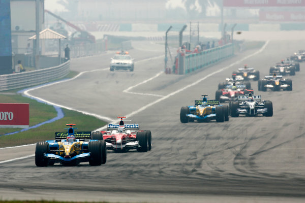 2005 Malaysian Grand Prix - Sunday Race, Sepang, Kuala Lumpur, Malaysia. 20th March 2005 Fernando Alonso, Renault R25 leads Jarno Trulli, Toyota TF105, Giancarlo Fisichella, Renault R25 and Mark Webber, WilliamsF1 BMW FW27. Action. World Copyright: Peter Spinney/LAT Photographic ref: Digital Image Only ( a high res version is available on request)