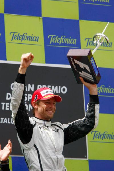 Circuit de Catalunya, Barcelona, Spain 10th May 2009 Jenson Button, Brawn GP BGP001 Mercedes, 1st position, celebrates victory on the podium. Portrait. Podium. World Copyright: Charles Coates/LAT Photographic ref: Digital Image _26Y8637