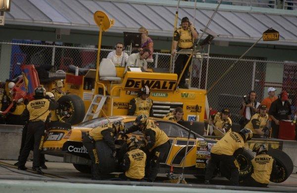 Matt Kenseth (USA) pits. NASCAR Nextel Cup, Rd36, Homestead-Miami Speedway, Florida, USA, 20 November 2005. DIGITAL IMAGE