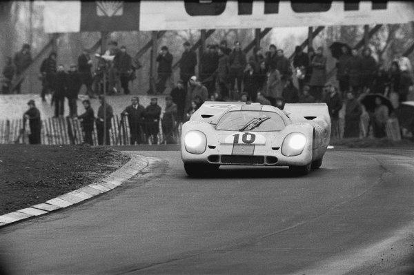 Brands Hatch, England. 12th April 1970. Pedro Rodriguez/Leo Kinnunen (Porsche 917K) 1st position, action. World Copyright: LAT Photographic. Ref: L70 - 281 - 3/3A.