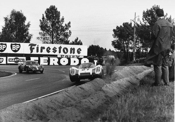 Le Mans, France. 28 - 29 September 1968 Robert Buchet/Herbert Linge (Porsche 907 2 2), retired, action. World Copyright: LAT Photographic Ref:  B/WPRINT.