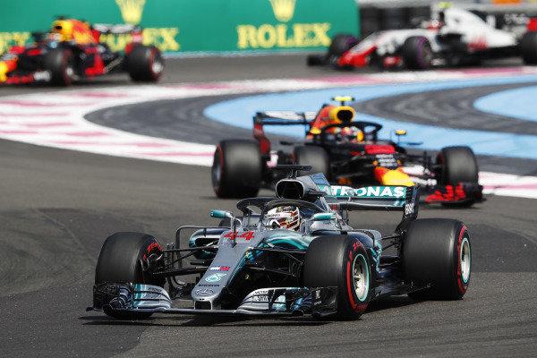 Lewis Hamilton, Mercedes AMG F1 W09, leads Max Verstappen, Red Bull Racing RB14 Tag Heuer, Daniel Ricciardo, Red Bull Racing RB14 Tag Heuer, and Kevin Magnussen, Haas F1 Team VF-18 Ferrari.