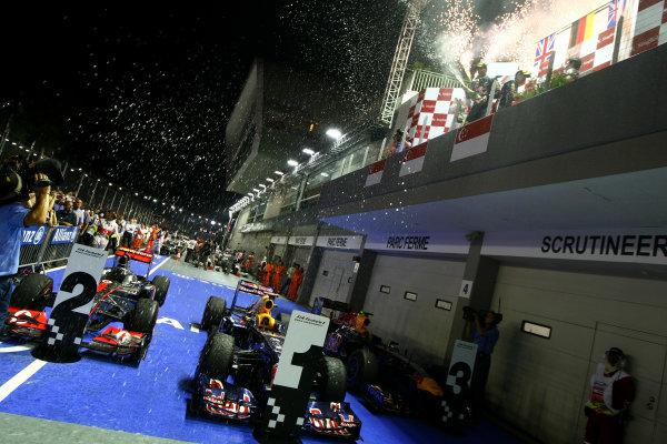 Marina Bay Circuit, Singapore.25th September 2011.Sebastian Vettel, Red Bull Racing RB7 Renault, 1st position, Mark Webber, Red Bull Racing RB7 Renault, 3rd position, and Jenson Button, McLaren MP4-26 Mercedes, 2nd position, celebrate on the podium. Portrait. Podium. World Copyright: Andy Hone/LAT Photographicref: Digital Image CSP29364