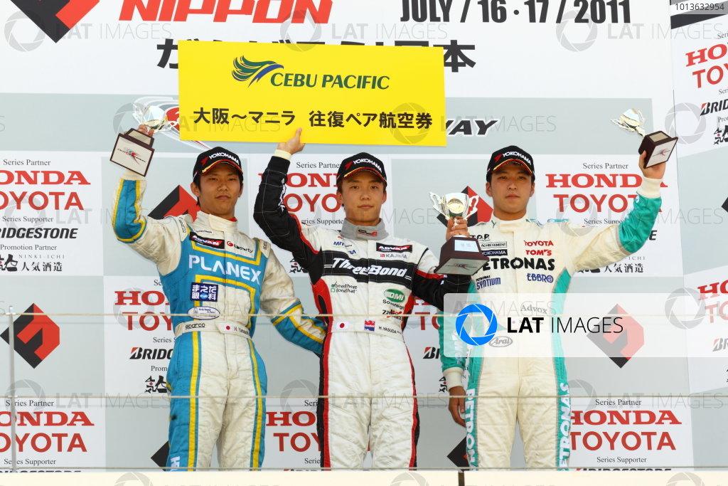 Fuji, Japan. 17th July 2011 Round 7 - Winner Hironobu Yasuda ( #12 ThreeBond Racing ), 2nd positiion Hideki Yamauchi ( #5 HANASHIMA RACING ), 3rd position Naoya Gamou ( #1 PETRONAS TEAM TOM'S ), podium World Copyright: Yasushi Ishihara/LAT Photographicref: Digital Image 2011JF3_R7_005