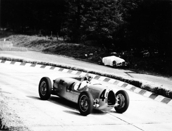 1936 Italian Grand Prix Monza, Italy. 13 September 1936 Bernd Rosemeyer, Auto Union C, 1st position, passes the retired car of team-mate Hans Stuck, action World Copyright: Robert Fellowes/LAT PhotographicRef: 36ITA12