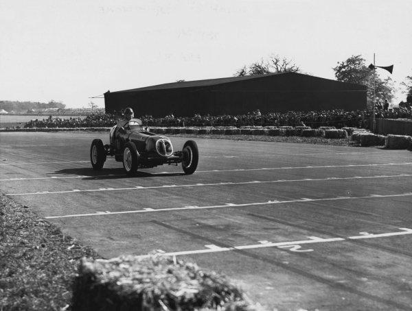 1950 British Grand Prix. Silverstone, Great Britain. 13th May 1950. Bob Gerard (ERA B-Type), 6th position, action.  World Copyright: LAT Photographic Ref: B&W Print