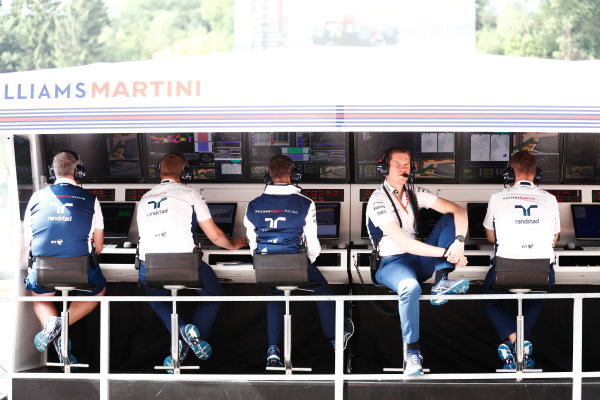 Spa Francorchamps, Belgium.  Saturday 26 August 2017. Rob Smedley, Head of Vehicle Performance, Williams Martini Racing, on the Williams pit wall. World Copyright: Glenn Dunbar/LAT Images  ref: Digital Image _X4I5769
