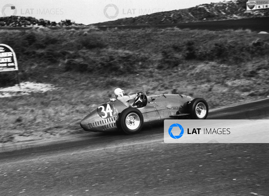Zandvoort, Holland. 5-7 June 1953. Stirling Moss (Connaught A-Type), 9th position, action. World Copyright: LAT Photographic Ref:  53/50 - 7.