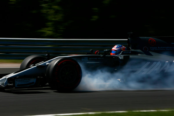 Hungaroring, Budapest, Hungary.  Saturday 29 July 2017. Romain Grosjean, Haas VF-17, locks-up a front wheel. World Copyright: Andy Hone/LAT Images  ref: Digital Image _ONY1155