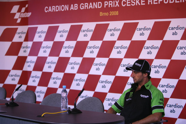 2008 MotoGP Championship - Czech RepublicBrno, Czech Republic. 14th - 17th August 2008.John Hopkins Kawasaki Racing Team arrives early for the press conference after his 3 race absence due to injury .World Copyright: Martin Heath / LAT Photographicref: Digital Image BPI_Moto 5jt5