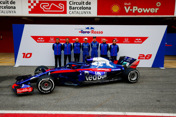 Circuit de Catalunya, Barcelona, Spain. Monday 26 February 2018. Franz Tost, Team Principal, Toro Rosso, Pierre Gasly, Toro Rosso, Brendon Hartley, Toro Rosso, Toyoharu Tanabe, F1 Technical Director, Honda, and Honda personnel at the launch of the Toro Rosso STR13 Honda. World Copyright: Andy Hone/LAT Images ref: Digital Image _ONY7207