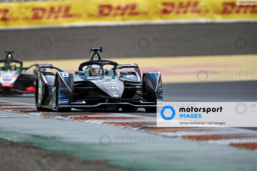 Oliver Turvey (GBR), NIO 333, NIO 333 001, leads Lucas Di Grassi (BRA), Audi Sport ABT Schaeffler, Audi e-tron FE07