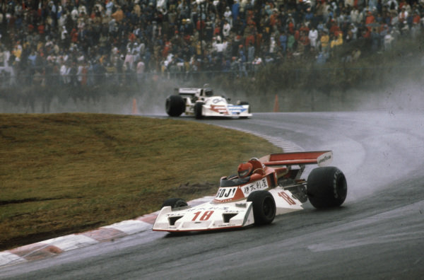 Noritake Takahara, Surtees TS19 Ford leads Hans-Joachim Stuck, March 761 Ford.