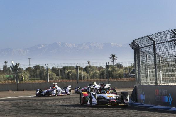 Lucas Di Grassi (BRA), Audi Sport ABT Schaeffler, Audi e-tron FE05, leads Robin Frijns (NLD), Envision Virgin Racing, Audi e-tron FE05, and Sam Bird (GBR), Envision Virgin Racing, Audi e-tron FE05