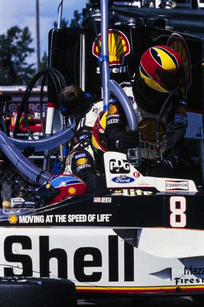Bryan Herta, Team Rahal, Reynard 98i Ford, in the pits.