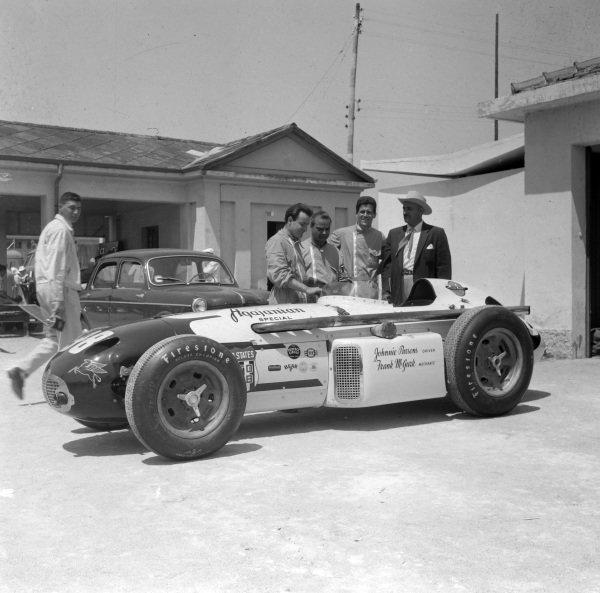 Johnnie Parsons, Agajanian Racing, Kuzma Offenhauser. Parsons, J. C. Agajanian and mechanic Frank McGurk can be seen.