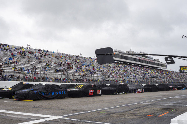 Cars on pit road during the rain red flag