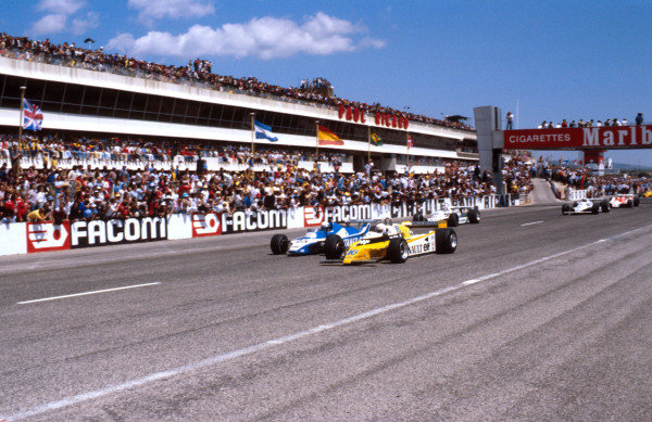1980 French Grand Prix.Paul Ricard, Le Castellet, France. 27-29 June 1980.Rene Arnoux (Renault RE20) leads Didier Pironi (Ligier JS11/15 Ford) and Carlos Reutemann (Williams FW07B Ford) at the start. Ref-80 FRA 04. World Copyright - LAT Photographic