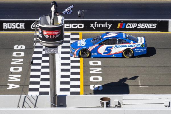 #5: Kyle Larson, Hendrick Motorsports, Chevrolet Camaro HendrickCars.com takes the checkered flag