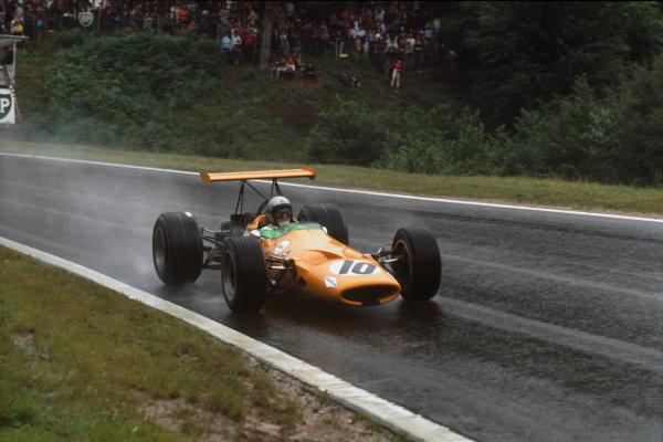 Rouen-Les-Essarts, France. 5-7 July 1968. Bruce McLaren (McLaren M7A Ford) 8th position. Ref-68FRA10. World Copyright - LAT Photographic