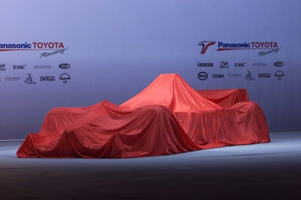 The TF102 before the unveiling.Panasonic Toyota Racing F1 Car Launch.17 December 2001.Cologne, Germany.DIGITAL IMAGE.