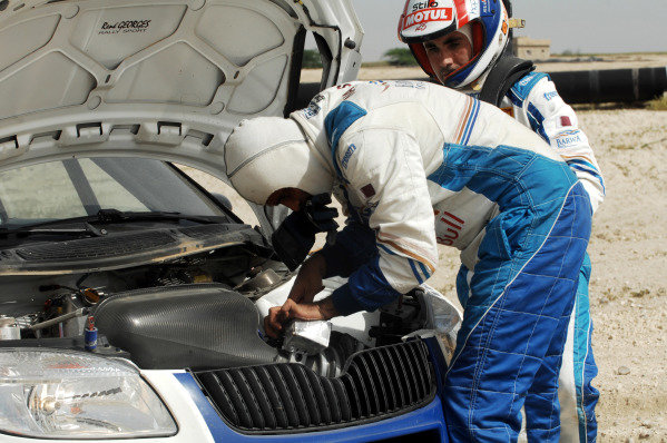 Nasser Al Attiyah (QTR) Skoda stops on stage 10 to fit a new throttle cable.