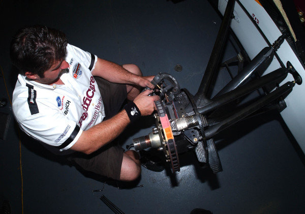 2003 ChampCar Series 3-5 May 2003London Trophy at Brands Hatch, England#1 Pacificare crew member changing brake bads2003-Dan R. Boyd USA LAT Photography