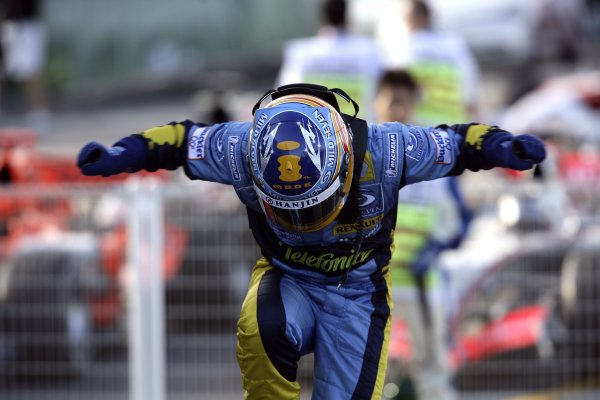 2006 Japanese Grand Prix - Sunday Race Suzuka, Japan. 5th - 8th October 2006 Fernando Alonso, Renault R26, 1st position, celebrates his win in parc ferme, portrait. World Copyright: Charles Coates/LAT Photographic. ref: Digital Image ZK5Y8123