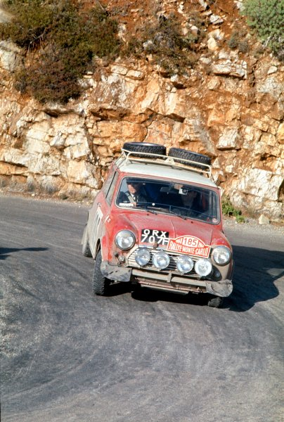 1968 Monte Carlo Rally. Monte Carlo, Monaco. 24th - 28th January 1968. Mini Cooper S, action. World Copyright: LAT Photographic. Ref: Colour Transparency.