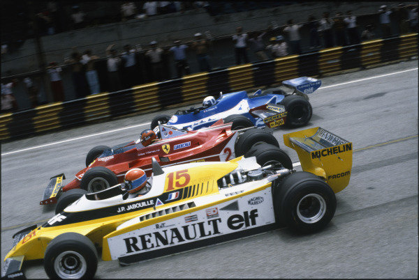 Interlagos, Sao Paulo, Brazil. 25 - 27 January 1980. Jean-Pierre Jabouille, Renault RE20, Gilles Villeneuve, Ferrari 312T5 and Didier Pironi, Ligier JS11/15-Ford, at the start. World Copyright: LAT Photographic. Ref: 80BRA15.