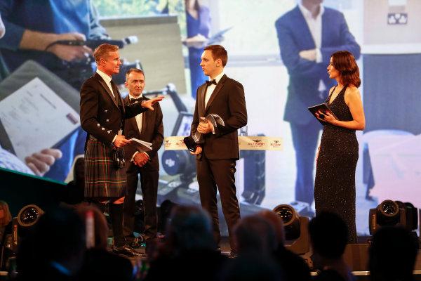 2017 Autosport Awards Grosvenor House Hotel, Park Lane, London. Sunday 3 December 2017. Paddy Lowe, Williams Martini Racing Formula 1, presents the Williams Engineer of the Future award to Martin Zalmans. World Copyright: Joe Portlock/LAT Images Ref: Digital Image _o3i6943