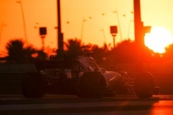 Yas Marina Circuit, Abu Dhabi, United Arab Emirates. Wednesday 29 November 2017. Robert Kubica, Williams FW40 Mercedes.  World Copyright: Zak Mauger/LAT Images  ref: Digital Image _56I7175