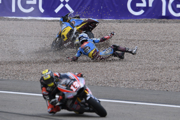 Xavi Vierge, Marc VDS Racing crash, Thomas Luthi, Intact GP.