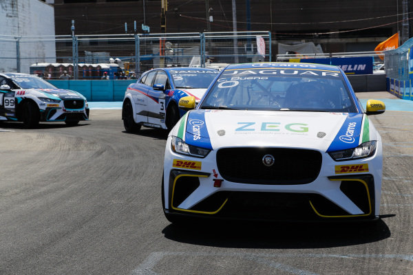 Cacá Bueno (BRA), Jaguar Brazil Racing leads Katherine Legge (GBR), Rahal Letterman Lanigan Racing and Simon Evans (NZL), Team Asia New Zealand