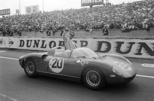 Jean Guichet / Nino Vaccarella, Scuderia Ferrari, Ferrari 275P, celebrate victory.