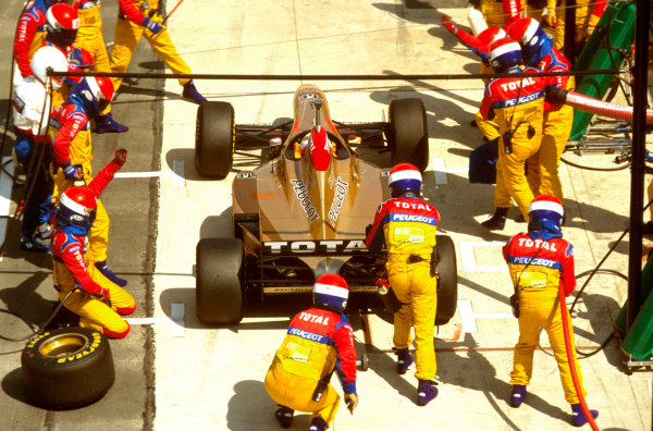 Silverstone, England.12-14 July 1996.Martin Brundle (Jordan 196 Peugeot) 6th position, takes a pitstop.Ref-96 GB 19.World Copyright - LAT Photographic