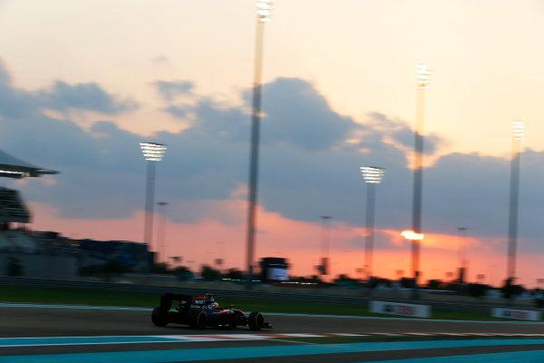 Yas Marina Circuit, Abu Dhabi, United Arab Emirates. Friday 27 November 2015. Fernando Alonso, McLaren MP4-30 Honda. World Copyright: Charles Coates/LAT Photographic ref: Digital Image _99O7130