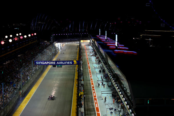 Marina Bay Circuit, Marina Bay, Singapore. Sunday 17 September 2017. Carlos Sainz Jr, Toro Rosso STR12 Renault. World Copyright: Andrew Hone/LAT Images  ref: Digital Image _ONZ7743