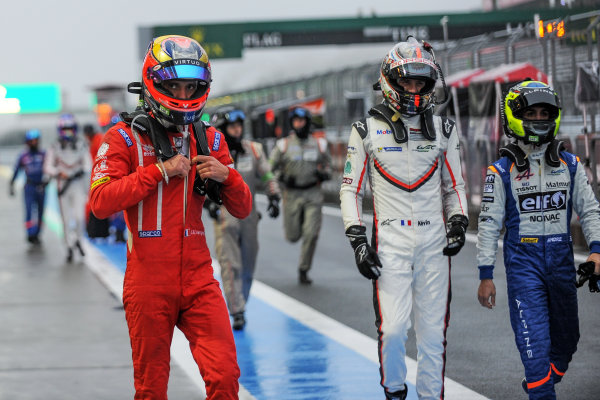 2017 FIA World Endurance Championship, Fuji, Japan. 13th-15th October 2017, Drivers in the red Flag  World copyright. JEP/LAT Images