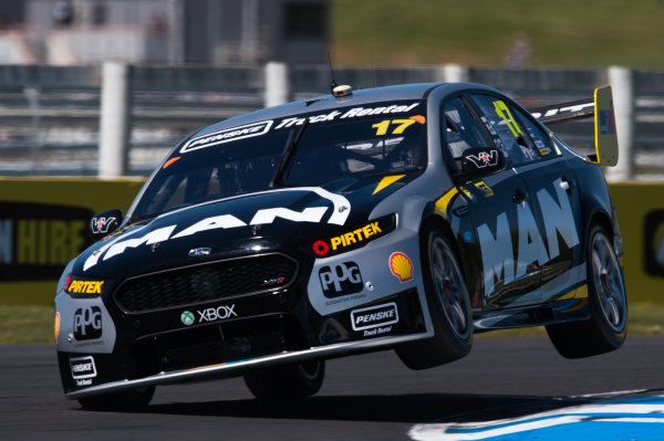 2015 V8 Supercars Round 12. Auckland 500, Pukekohe Park Raceway, Auckland, New Zealand. Friday 6th November - Sunday 8th November 2015. Scott Pye drives the #17 DJR Team Penske Ford FG X Falcon. World Copyright: Daniel Kalisz/LAT Photographic  Ref: Digital Image V8SCR12_AUCKLAND500_DKIMG1557.JPG