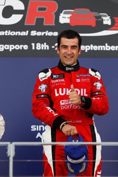 2015 TCR International Series Round 9. Marina Bay Circuit, Singapore. Sunday 20 September 2015. Jordi Gene, No.88 Team Craft-Bamboo LUKOIL, celebrates victory on the podium. World Copyright: Sam Bloxham/LAT Photographic. ref: Digital Image _G7C3992