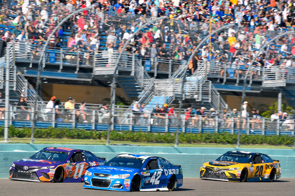 Monster Energy NASCAR Cup Series Ford EcoBoost 400 Homestead-Miami Speedway, Homestead, FL USA Sunday 19 November 2017 Denny Hamlin, Joe Gibbs Racing, FedEx Express Toyota Camry, c42\ and Matt Kenseth, Joe Gibbs Racing, DEWALT Hurricane Recovery Toyota Camry World Copyright: Nigel Kinrade LAT Images
