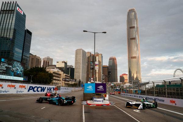 2017/2018 FIA Formula E Championship. Round 1 - Hong Kong, China. Saturday 02 December 2017. Oliver Turvey (GBR), NIO Formula E Team, NextEV NIO Sport 003, leads Lucas Di Grassi (BRA), Audi Sport ABT Schaeffler, Audi e-tron FE04. Photo: Sam Bloxham/LAT/Formula E ref: Digital Image _J6I3764
