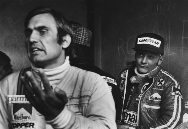 Monza, Italy. 10th - 12th September 1976. Niki Lauda (Ferrari 312T2), 4th position, listens to Carlos Reutemann (Ferrari 312T2), 9th position, in the pits, portrait.  World Copyright: LAT Photographic. Ref: SL76 - 546 - 6-6A.