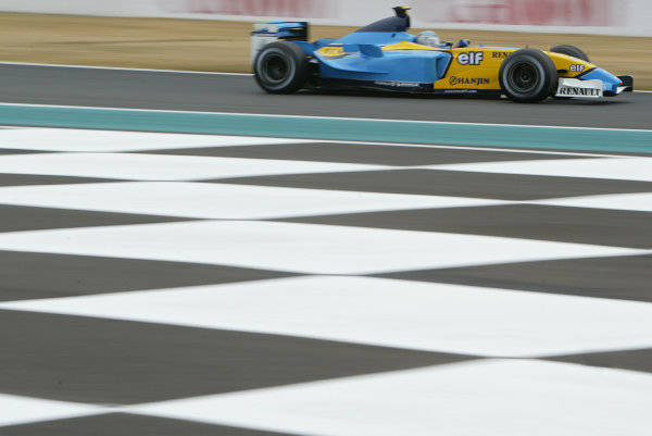2003 French Grand Prix - Friday 1st Qualifying, Magny-Cours, France.4th July 2003.Jarno Trulli, Renault R23, action.World Copyright LAT Photographic.Digital Image Only.
