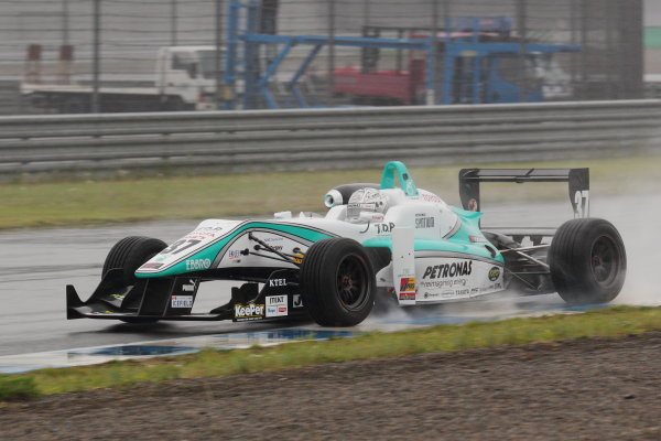 Motegi, Japan. 11th - 12th 2013. Rd 2. Race 1 - 2nd position Takamoto Katsuata ( #37 PETRONAS TEAM TOM'S ) action World Copyright: Yasushi Ishihara/LAT Photographic Ref: 2013JF3_Rd3_05